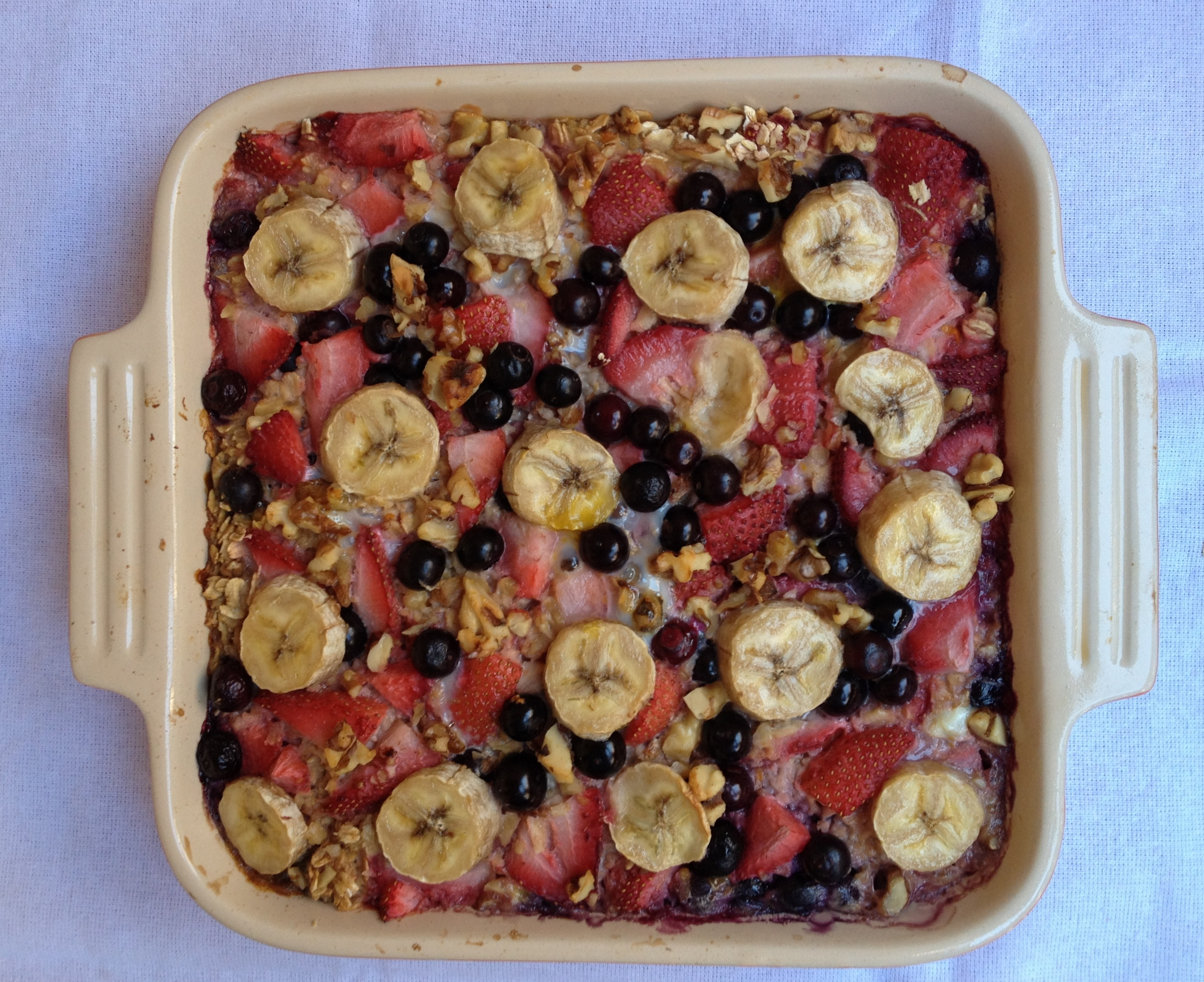 baked oatmeal with strawberries, blueberries, and banana. | peaches ...