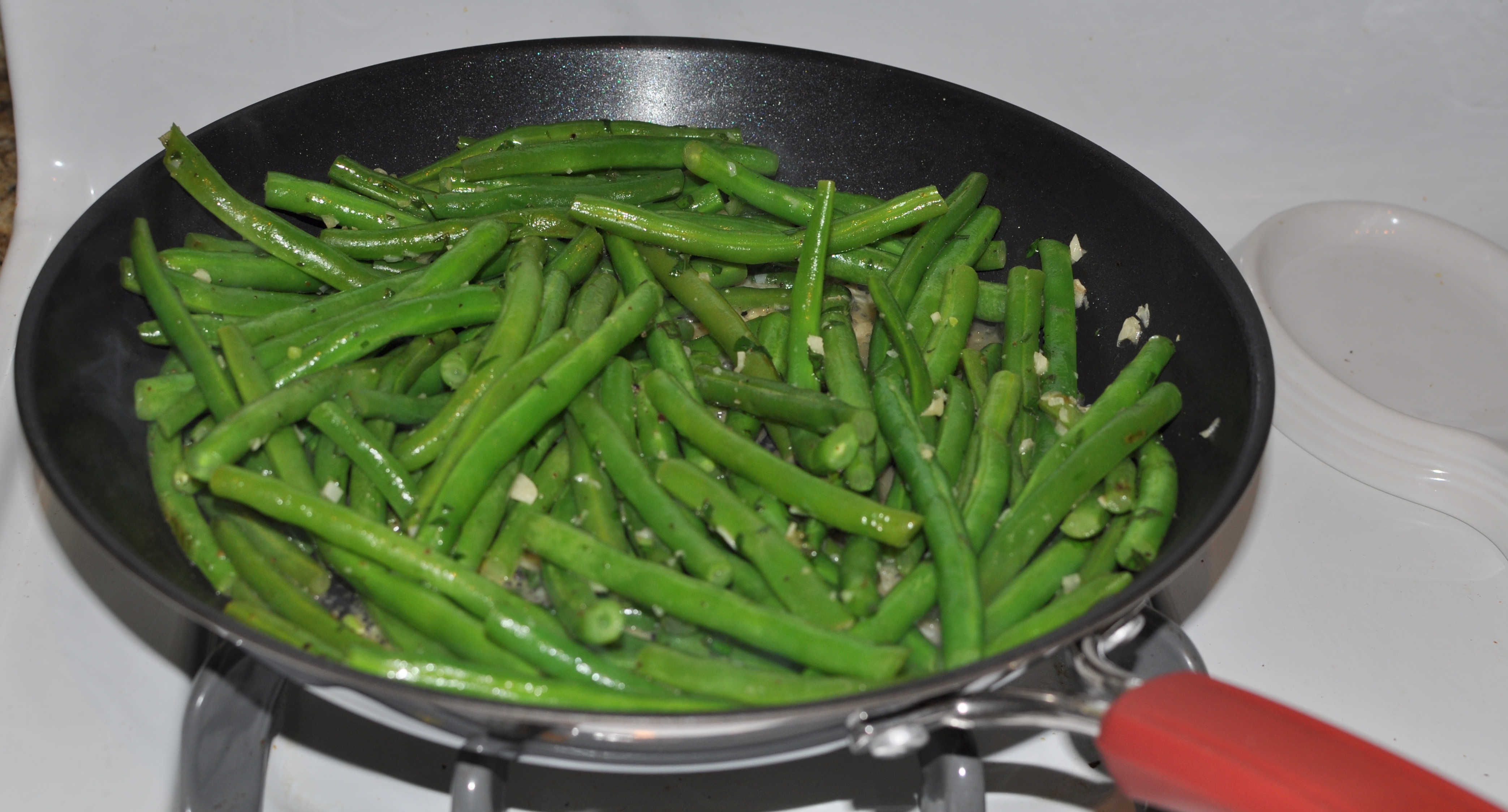SautΓ©ed Green Beans with Garlic and Herbs