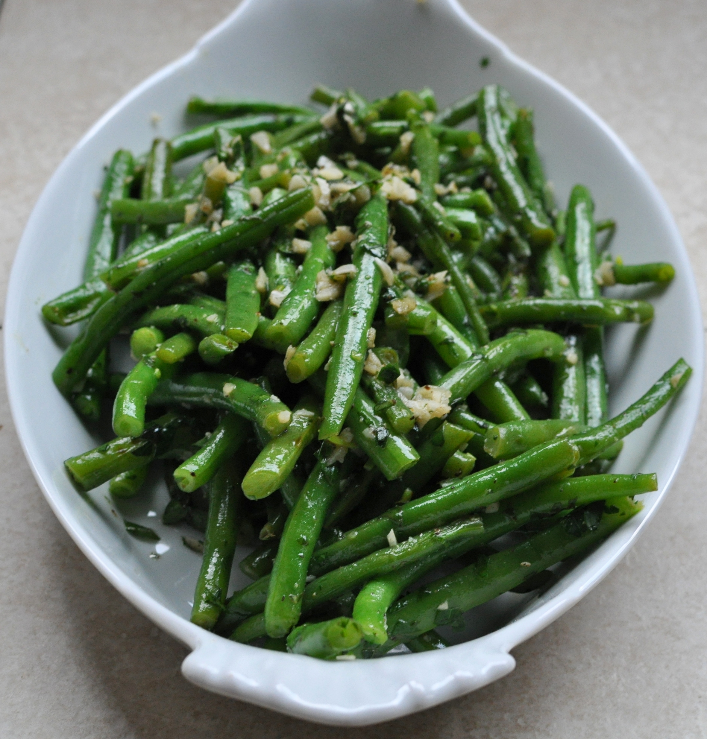 Saut 169 Ed Green Beans With Garlic And Herbs Cooking Planit